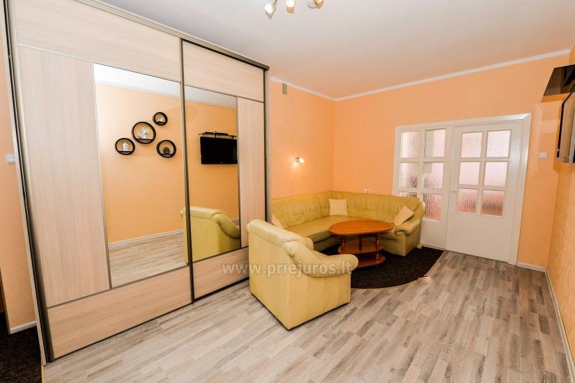 Przestronne dwa pokoje mieszkanie z balkonem w centrum Nidy - 4