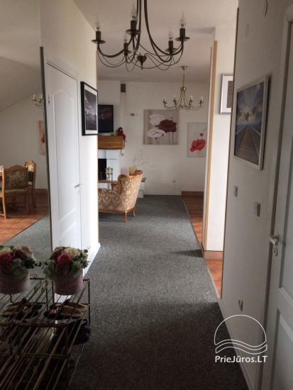 Przestronne mieszkanie z kominkiem do wynajęcia w Połądze - 5