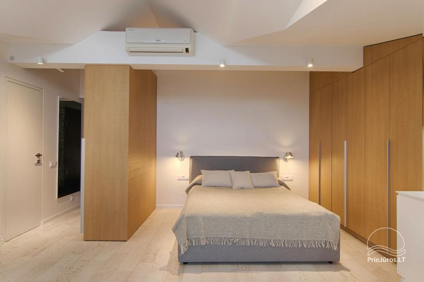 Nowoczesne 1-pokojowe mieszkanie w centrum Nidy z klimatyzacją i parkingiem - 2