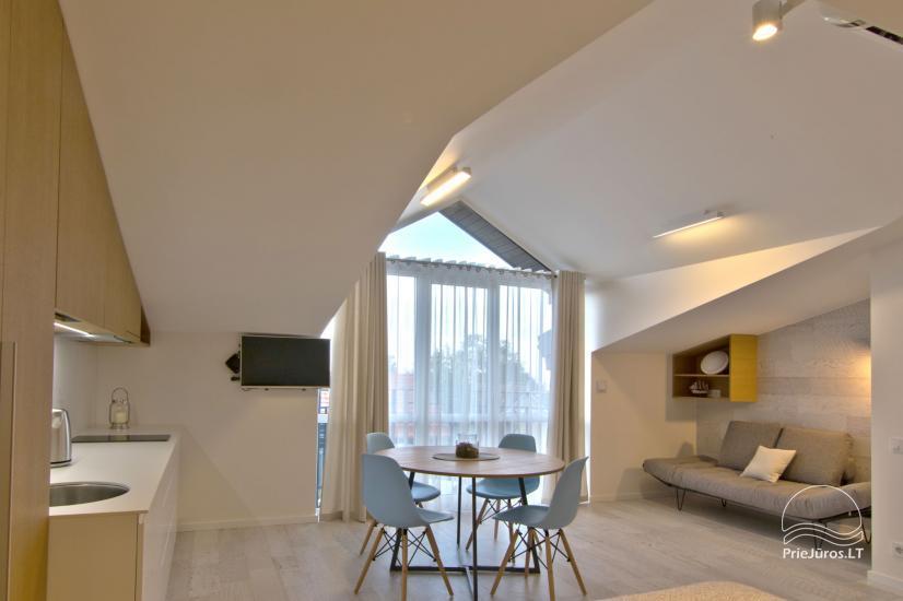 Nowoczesne 1-pokojowe mieszkanie w centrum Nidy z klimatyzacją i parkingiem - 3