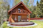 Drewniany dom wakacyjny - mała willa w Połądze