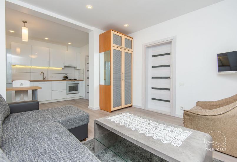 Przestronne, przytulne i schludne pokoje ze wszystkimi udogodnieniami do wynajęcia w Połądze, w prywatnym domu - 1