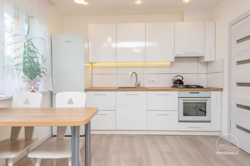 Przestronne, przytulne i schludne pokoje ze wszystkimi udogodnieniami do wynajęcia w Połądze, w prywatnym domu - 2