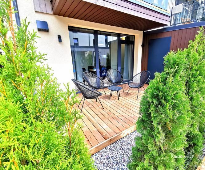 Nowe mieszkanie z podgrzewanym basenem otoczonym lasem sosnowym - 18