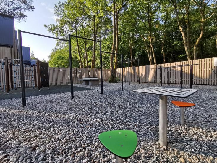 Nowe mieszkanie z podgrzewanym basenem otoczonym lasem sosnowym - 22