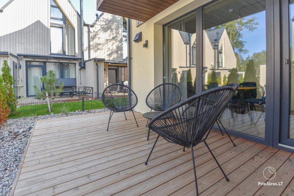 Nowe mieszkanie z podgrzewanym basenem otoczonym lasem sosnowym - 17