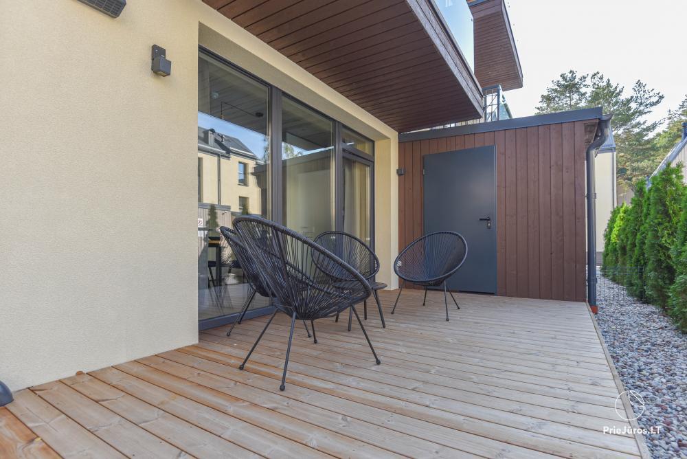 Nowe mieszkanie z podgrzewanym basenem otoczonym lasem sosnowym - 16