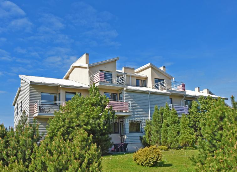 Vila Verbena w Połądze, 2-3 pokojowe mieszkanie z balkonem lub tarasem, kuchni. 7 min pieszo do morza! - 1