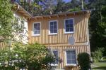 Dwa i trzy pokojowe mieszkania w Juodkrantė. Istnieje altany, meble ogrodowe, miejsca na grilla na podwórku.