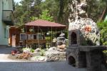 Pokoje i domki do wynajecia. Duże podwórko, domek letni, huśtawki