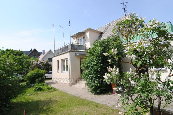 Drewniany domek i miesykanie w prywatnym domu ze wszystkimi udogodnieniami podwórkiem w Połądze - 8