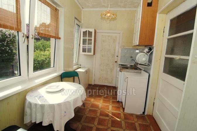 Drewniany domek i miesykanie w prywatnym domu ze wszystkimi udogodnieniami podwórkiem w Połądze - 10