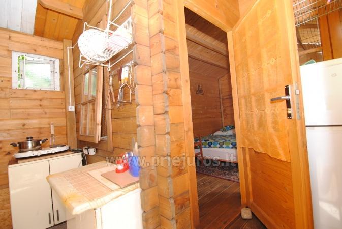 Drewniany domek i miesykanie w prywatnym domu ze wszystkimi udogodnieniami podwórkiem w Połądze - 4