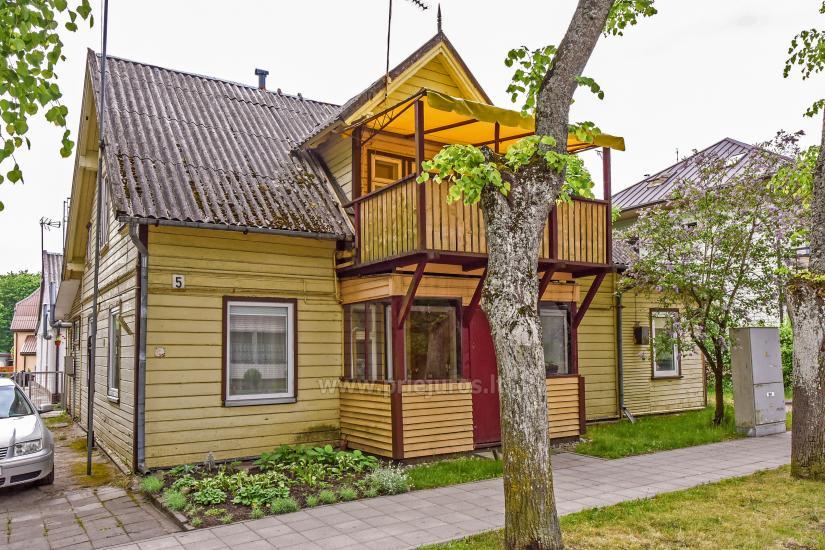 2-pokojowe mieszkanie do wynajęcia z prywatnym dziedzińcem w Połądze - 1