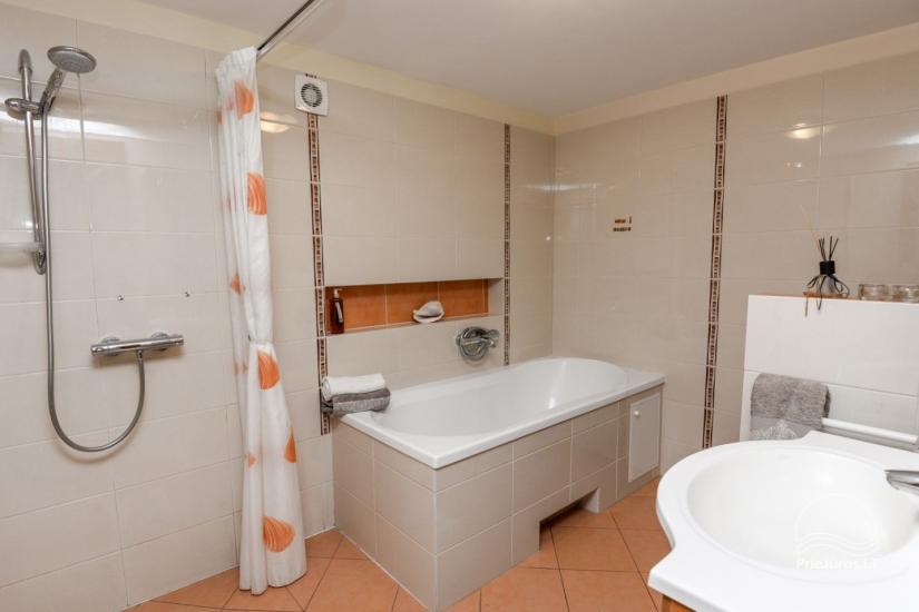 Domek (apartament dla 4-6 osób) z przestronnym dziedzińcem, tarasem w Połądze, przy ulicy Vanagupes. - 10