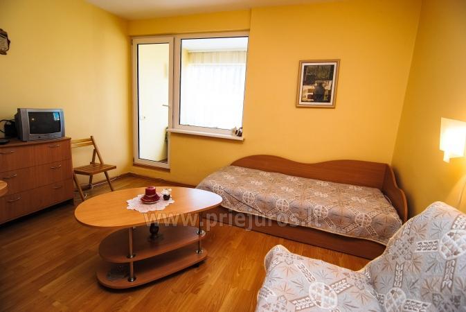 Dwupokojowe mieszkanie z balkonem i nowe meble w Połądze - 7