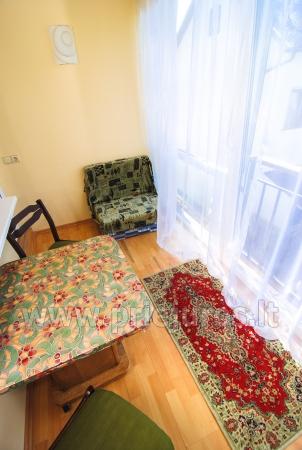 Dwupokojowe mieszkanie z balkonem i nowe meble w Połądze - 8