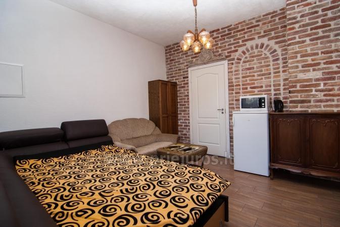 Jeden pokój (2 +1) Apartament z oddzielnym wejściem w prywatnym domu, w Połądze