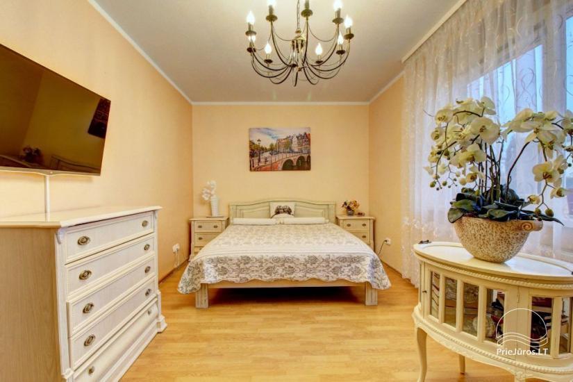Mieszkania do wynajęcia w prywatnym domu w Połądze. Oddzielne podwórze, grill - 1