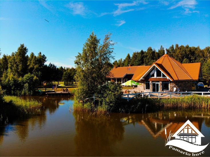 Dom gościnny z restauracją i sauną PAMARIO BURĖ w pobliżu Zalewu Kurońskiego