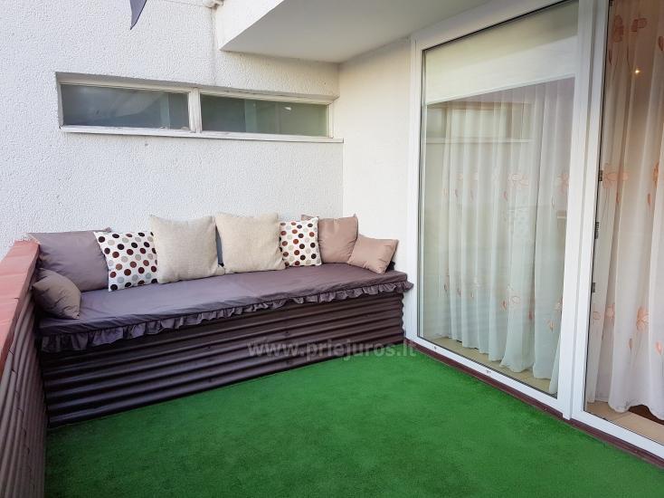 Nowocześnie urządzony apartament z przytulnym tarasie - 6