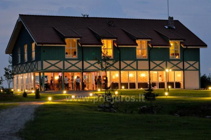 Sala bankietowa w gospodarstwie w Klajpedskim rejonie Zupe