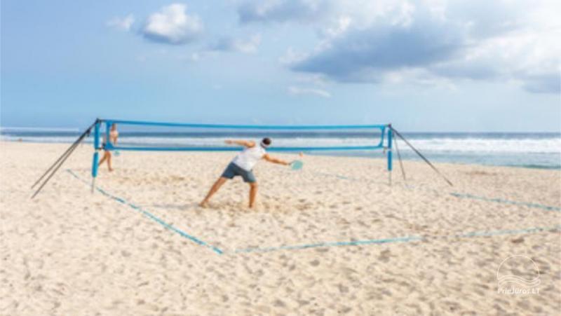 Korty tenisowe na plaży i wypożyczalnia sprzętu w Połądze