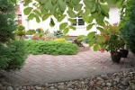 Prywatny dziedziniec z ogrodem, miejsce do biesiadowania, zadaszenie, plac zabaw dla dzieci, parking wiele - 13
