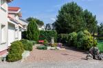 Prywatny dziedziniec z ogrodem, miejsce do biesiadowania, zadaszenie, plac zabaw dla dzieci, parking wiele - 8