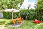 Dom, podwórze, meble ogrodowe, miejsce parkingowe - 4